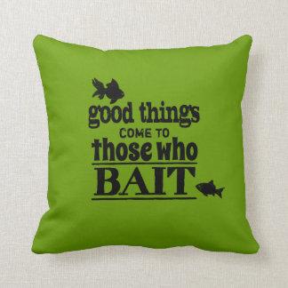 Gute Sachen kommen zu denen, die anlocken Kissen