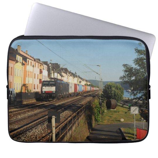 Güterzug in Lorchhausen am Rhein Laptopschutzhülle
