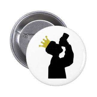 Guzzler mit Kronenikone Runder Button 5,7 Cm