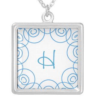 """""""H-"""" Initiale in der blauen Rolle auf Weiß, Spaß-E Amuletten"""