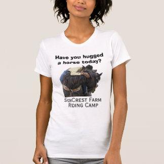Haben Sie ein Pferd heute umarmt?  SunCrest T-Shirt