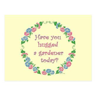 Haben Sie einen Gärtner heute umarmt? Postkarte