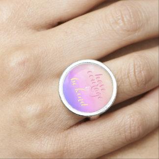 Haben Sie Mut und seien Sie netter inspirierend Foto Ring