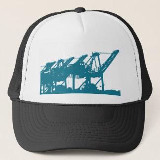 Hafen Harbror Kräne im blauen Hut Truckerkappe