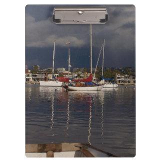 Hafen-Segelboot-Boote, die Jachthafen segeln Klemmbrett