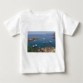 Hafen von Riomaggiore in Italien Baby T-shirt