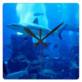 Hai Unterwasser! Quadratische Wanduhr