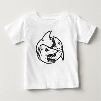 Haifisch essen Haifisch Baby T-shirt