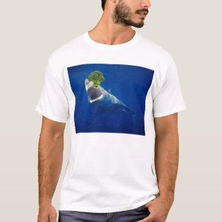 Haifisch gegen Eviloccoli T-Shirt
