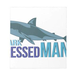 Haifisch gekleideter Mann Notizblock
