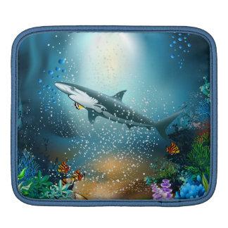 Haifisch im Ozean iPad Sleeve