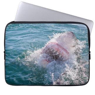 Haifisch im Wasser Laptop Sleeve