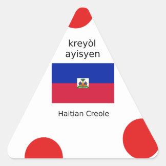 Haitianische Flagge und kreolischer Sprachentwurf Dreieckiger Aufkleber