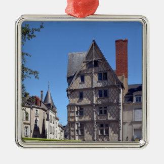 Hälfte-gezimmertes Haus verärgert herein Quadratisches Silberfarbenes Ornament