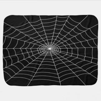 Halloween-Baby in einem Netz Kinderwagendecke