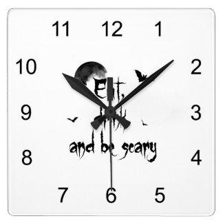 Halloween - essen Sie, Getränk und seien Sie Quadratische Wanduhr