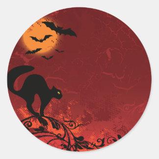 Halloween-Landschaft: Katze auf Reben, Mond, Runder Aufkleber