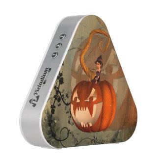 Halloween, lustiger Kürbis mit niedlicher Hexe Bluetooth Lautsprecher
