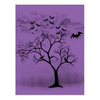 Halloweenschläger und -krähen im beängstigenden postkarte