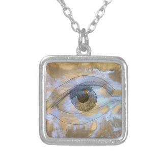 Halskettenauge gemischt mit hellblauer halskette mit quadratischem anhänger