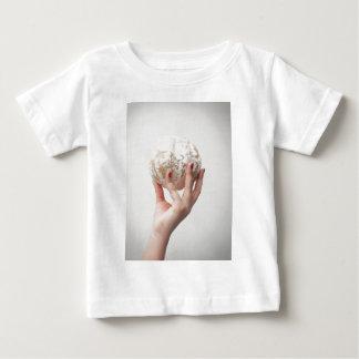 Halten der Pampelmuse Baby T-shirt