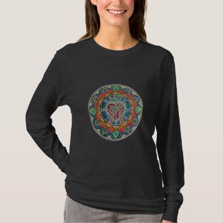 Halten Herz-Mandala-des langen Hülsen-T-Shirts T-Shirt