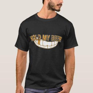 Halten Sie mein Bier-Grinsen T-Shirt