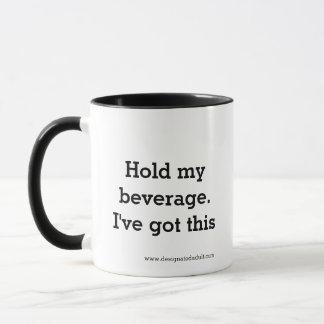 Halten Sie mein Getränk. Ich habe dieses. - Tasse