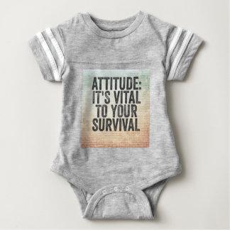 Haltung Baby Strampler