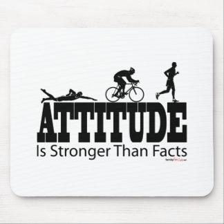 Haltung ist stärker als Tatsachen Mousepad