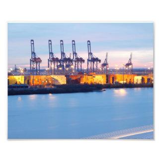 Hamburger Hafenkräne bei Nacht Fotografischer Druck