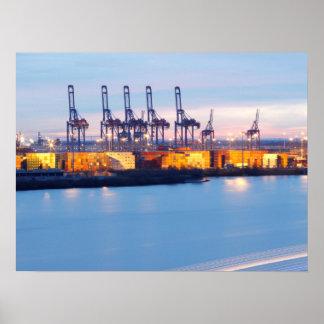 Hamburger Hafenkräne bei Nacht Poster