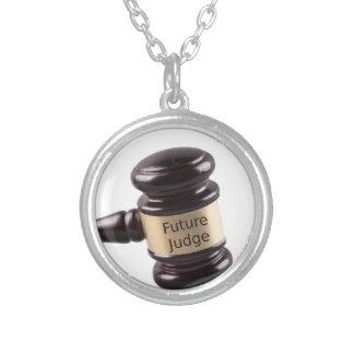 Hammer-Entwurf für strebende Richter und Versilberte Kette