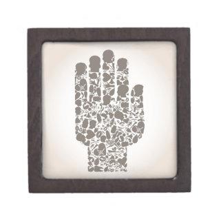 Hand eines Teils eines Körpers Schachtel