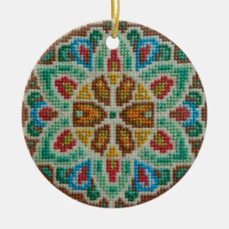 Hand gestickte Weihnachtsverzierung Rundes Keramik Ornament