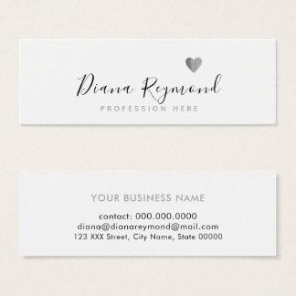 handgeschriebener Name mit grauem Herzen auf Mini Visitenkarte