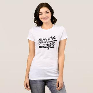Handmit buchstaben gekennzeichneter guter Morgen T-Shirt