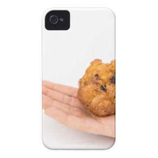 Handpalme, die Stückchen oder oliebol zeigt iPhone 4 Cover