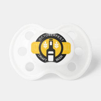 Handwerks-Bier-Logo-Entwurfs-Schablone mit Flasche Schnuller