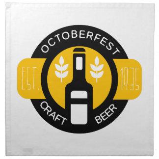 Handwerks-Bier-Logo-Entwurfs-Schablone mit Flasche Serviette