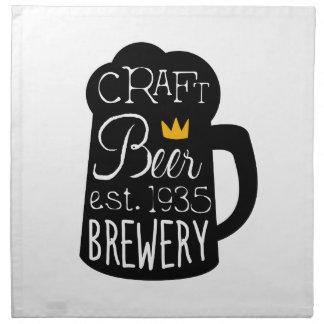 Handwerks-Bier-Logo-Entwurfs-Schablone mit halbem Serviette