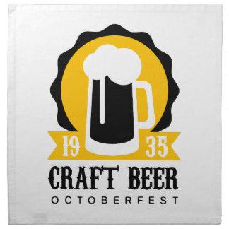 Handwerks-Bier-Logo-Entwurfs-Schablone mit halbem Stoffserviette