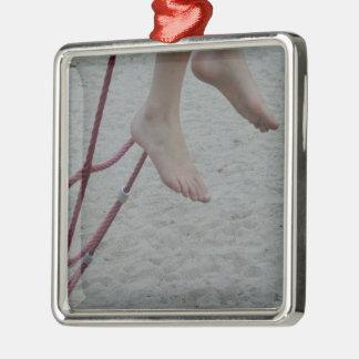 hängender Fußspielplatzsand des kletternden Silbernes Ornament