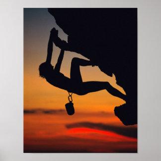 Hängender Kletterer am Sonnenaufgang Poster