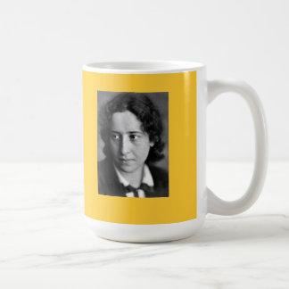 Hannah Arendt-Zitat Tee Tasse