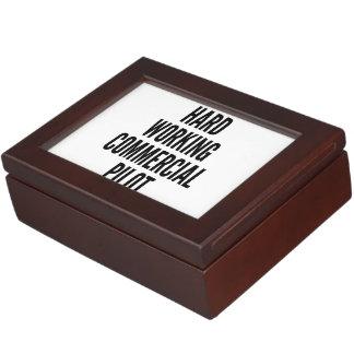 Harter arbeitender kommerzieller Pilot Erinnerungsbox