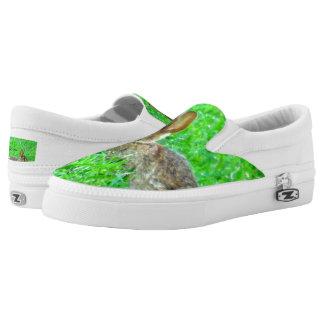 Häschen-Turnschuh-Häschen im Beleg des grünen Slip-On Sneaker