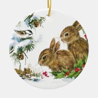 Häschen und Vogel genießen Schnee Keramik Ornament