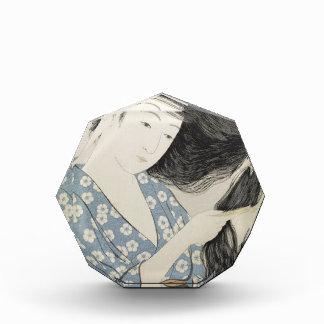 Hashiguchi Goyo - Frau im Blau, das ihr Haar kämmt Acryl Auszeichnung