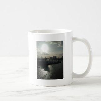 Haube nahe Wasser Kaffeetasse